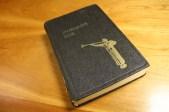 El Ángel Moroni aparece de nuevo en esta edición sueca de 1964 del Libro de Mormón, la imagen recuerda a la estatua diseñada para el templo de Los Ángeles California.