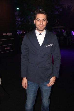 @renatolopez siempre sabe cómo vestir en los eventos. Nos encantó este look.