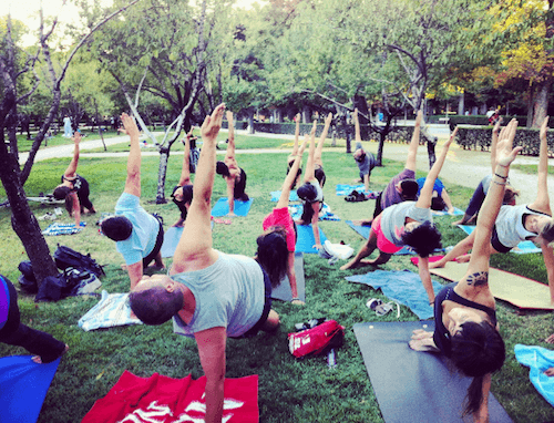Resultado de imagen de hacer yoga retiro