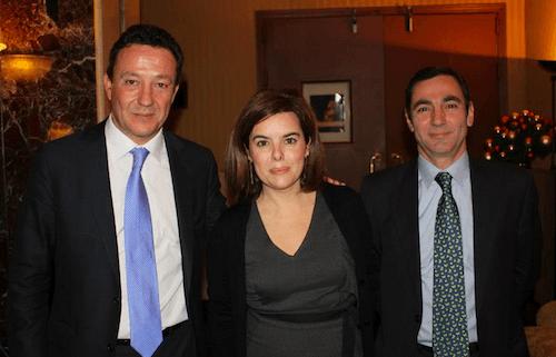 Henríquez de Luna, Sáenz de Santamaría y Donesteve en la copa de Navidad del PP