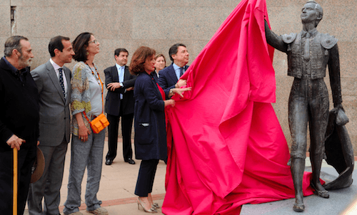 Botella y González inauguran la escultura - Ayto