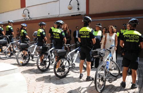 ana-botella-policia-municipal-bici