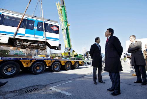 El Presidente y Consejero supervisan el embarque del material con destino a Buenos Aires