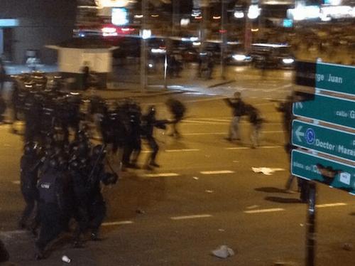Cargas policiales en Colón - TW