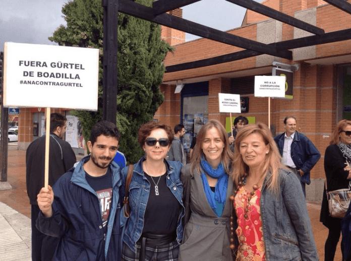 Tania Sánchez Melero, con fular azul, el día 11 en un acto en Boadilla