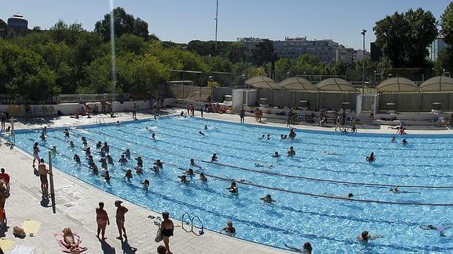 Zona retiro entrada gratuita a las piscinas de madrid for Piscinas comunidad de madrid 2016