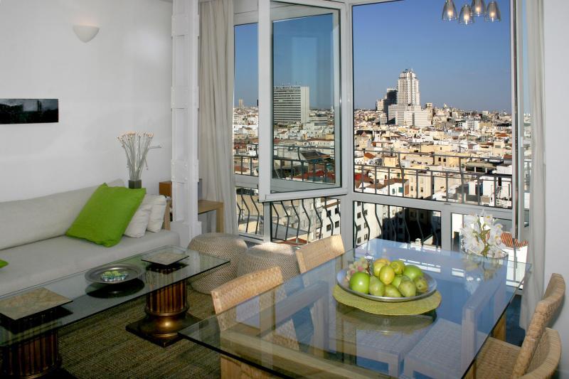 Carmena negocia con airbnb el alquiler de pisos tur sticos - Alquiler piso zona retiro ...