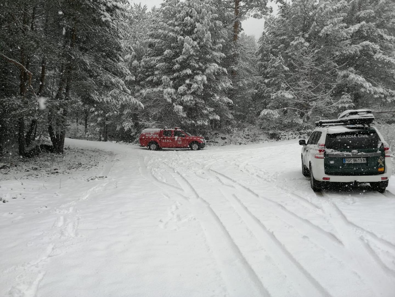 Dos madrileños se saltan las recomendaciones, se van a Cotos a disfrutar de la nieve y se pierden
