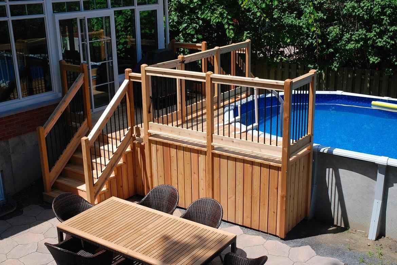 Patio et deck de piscine en cèdre