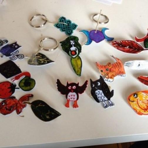 Foto: Speldjes en sleutelhangers die te koop zullen zijn op de Grietmarkt! :) en gewoon natuurlijk ook.