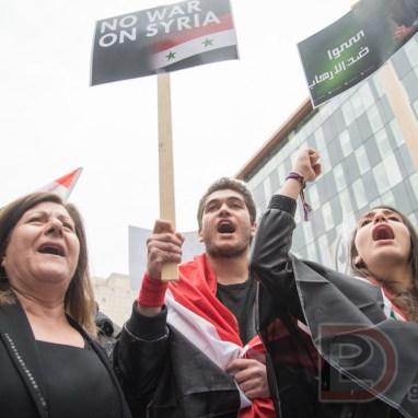 La Place Norman-Bethune fut le théâtre d'une manifestation contre l'attaque américaine en Syrie.