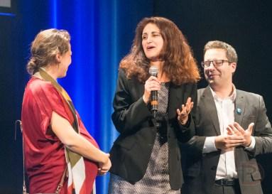Jabiz Sharifian, candidate défaite dans Peter-McGill, entourée de Sophie Mauzerolle et Robert Beaudry