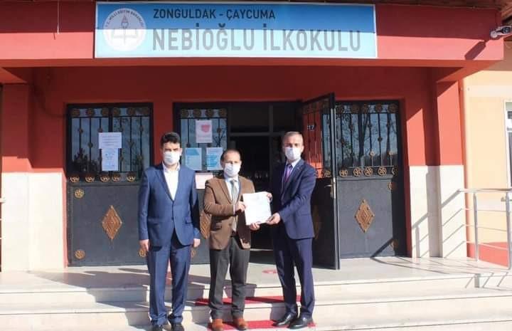İlçe Milli Eğitim Müdürü Baş, okullara belgelerini verdi