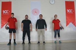 Milli takım kampına seçilen sporculara moral ziyareti