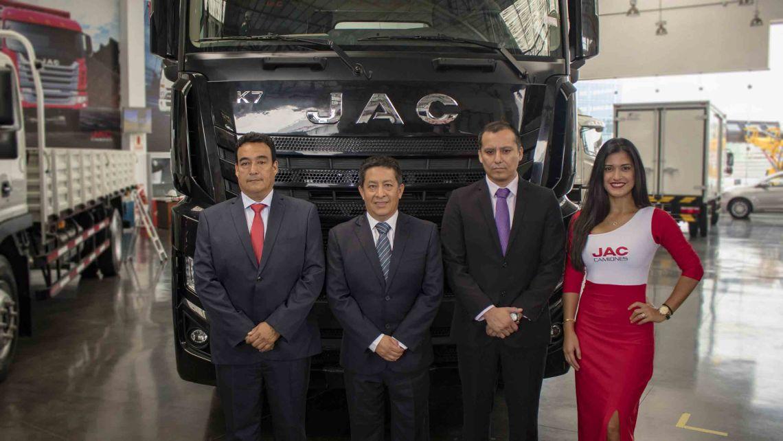 Dercomaq- ejecutivos JAC Camiones.jpg