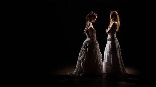 Dos casamientos (2014) explora el casamiento como una institución incapaz de representar el amor, la diferencia entre clases sociales, el rol de la mujer en la sociedad brasileña, el sexo como verdad.