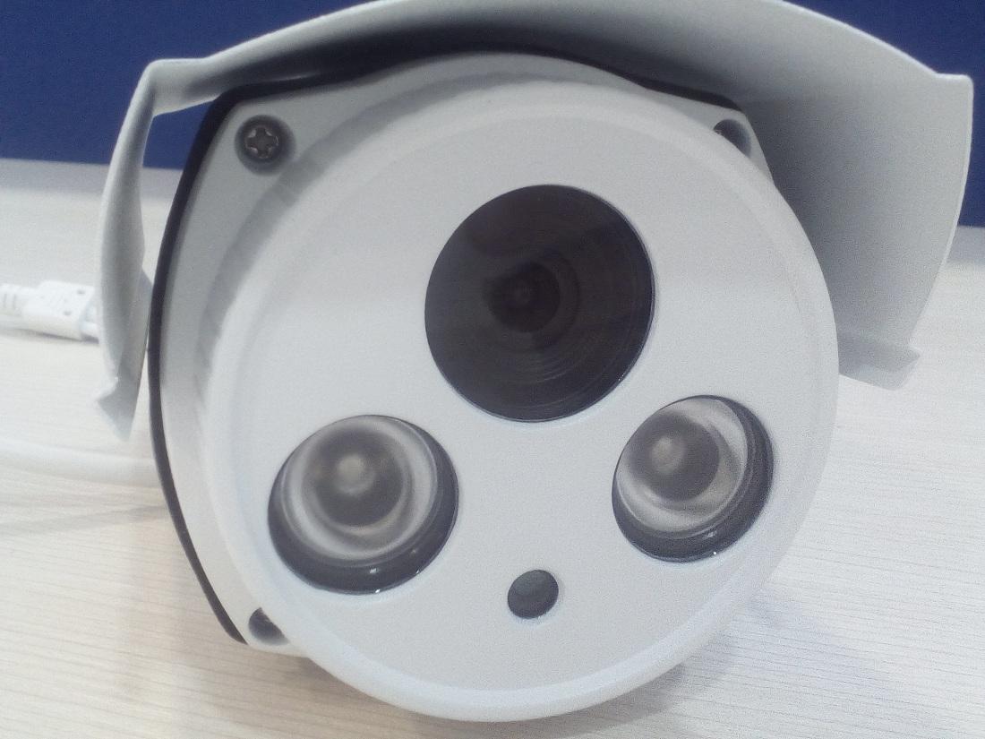 C mara de vigilancia exterior tenvis t8862 zoom blog for Camara vigilancia autonoma