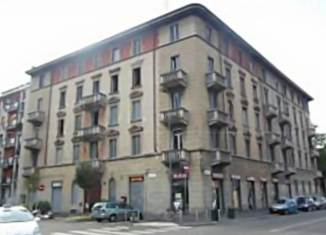 Via Chiesa Rossa, angolo, Via F. de Sanctis, a Milano.