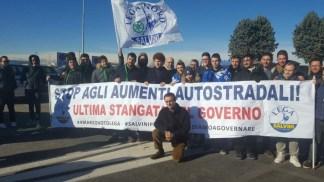 IMG-20180121-WA0032-324x182 Stop tasse e rincari, la Lega protesta al casello autostradale di Agrate Lombardia Prima Pagina