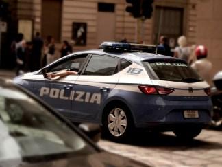 polizia-davanti-a-scala-324x243 Arresto in via De Marchi per tentata rapina Cronaca Milano Prima Pagina