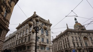 palazzi-milano-324x182 Ragazzo di 29 anni precipita dal nono piano: muore sul colpo Cronaca Milano