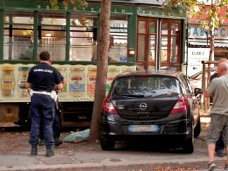 tram-vigili-domodossola-324x243 Stazione Domodossola. Tram bloccati per un'auto parcheggiata male Cronaca Milano