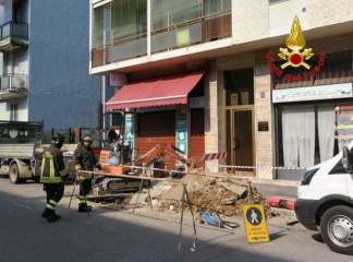 vvffmilanogas-324x240 Fuga di gas. Si rompe il tubo durante lo scavo in via Albertinelli Cronaca Milano Prima Pagina