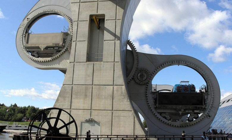 una-noria-gigantesca-para-pasar-barcos-de-un-canal-a-otro:-asi-es-la-enorme-rueda-falkirk