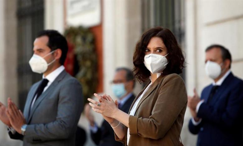 un-grupo-de-familiares-de-muertos-en-residencias-por-coronavirus-se-querellan-contra-ayuso-por-homicidio-y-trato-degradante
