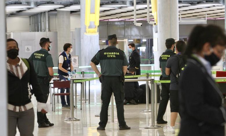 la-comunidad-y-el-ayuntamiento-de-madrid-insisten:-las-medidas-de-control-en-barajas-son-«decorativas»