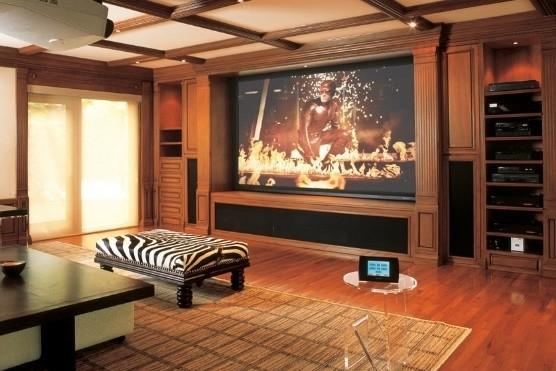 mega-guia-para-montarte-un-cine-en-casa:-proyector,-pantalla,-sistema-de-sonido-y-mas