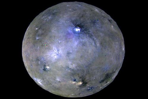 ceres-es-un-planeta-enano-activo:-lo-consideran-un-«mundo-oceanico»-con-actividad-geologica