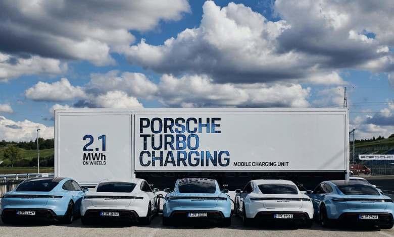 porsche-presenta-un-trailer-de-2,1-mwh-para-cargar-porsche-electricos-en-trackdays