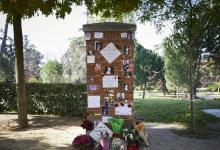 el-ayuntamiento-retira-el-homenaje-improvisado-a-la-veneno:-las-velas-prendieron-las-flores-y-fotografias