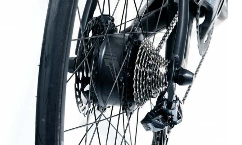 nuevo-motor-de-cubo-para-bicicletas-electricas-de-fsa,-con-doble-bateria-y-control-remoto