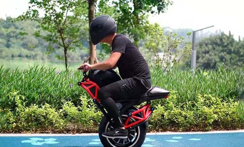 esta-media-moto-electrica-de-alibaba-es-real,-funciona-y-puede-conducirse-como-un-segway