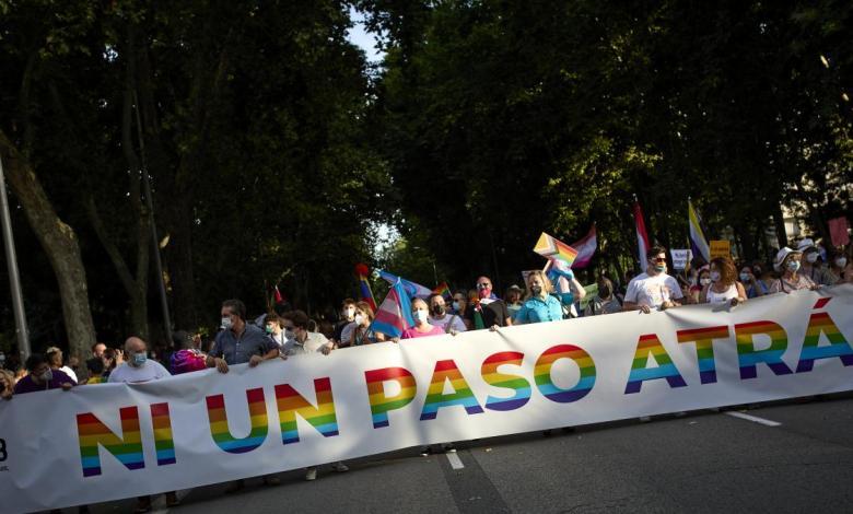 """miles-de-personas-celebran-en-madrid-un-orgullo-""""puramente-reivindicativo"""",-con-aforo-y-sin-carrozas"""