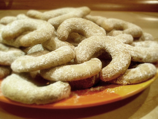 almond-crescent-cookies