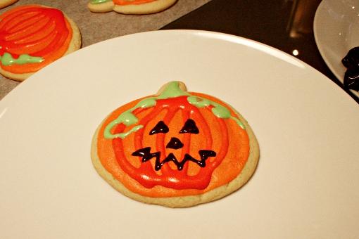halloween-pumpkin-sugar-cookies-decorating-final