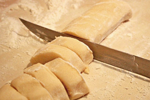 snickerdoodles-cutting-dough