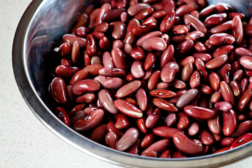 bean soup recipe with step by step pictures, rinse the bean, place them in a large bowl and cover with four time their volume of water, leave the beans to soak, drain the soaking water and rinse