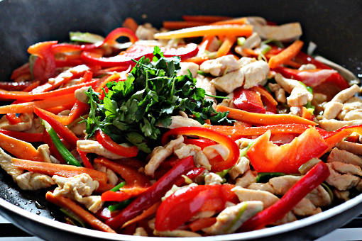 spring chicken salad with noodles recipe with step by step pictures, add the parsley leaves and the sauce