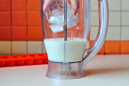 how to make a simple banana milkshake