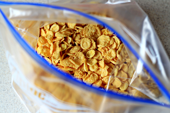 fried ice cream recipe with step by step pictures, in a plastic bag, crush the corn flakes