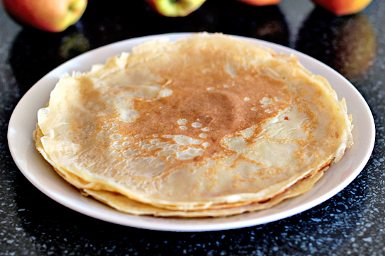 caramelized apple crepes by step recipe with pictures Return skillet to heat, and cook the crepe until edges turn golden brown and lacy, and start to pull away from the skillet. Using a knife or an offset spatula, carefully turn crepe over; cook other side until just golden