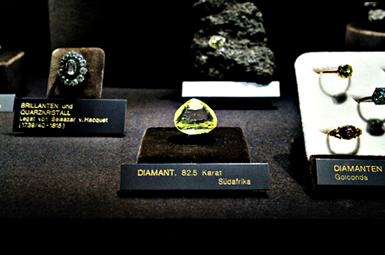 vienna nature science museum stone and minerals exposition diamonds brilliants smaragds precious stones