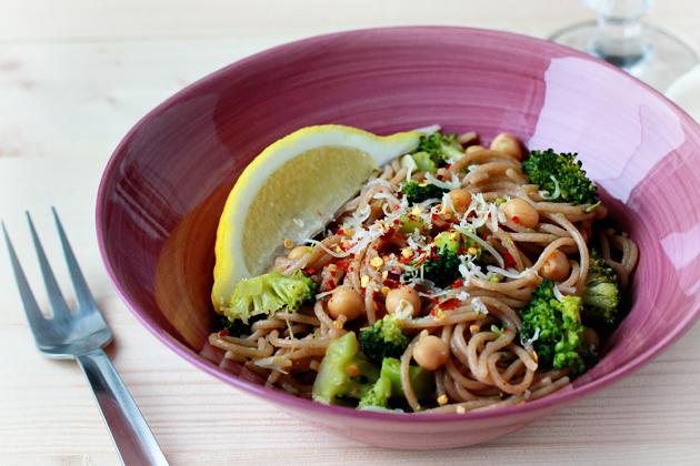 broccoli, chickpeas and garlic whole wheat pasta recipe