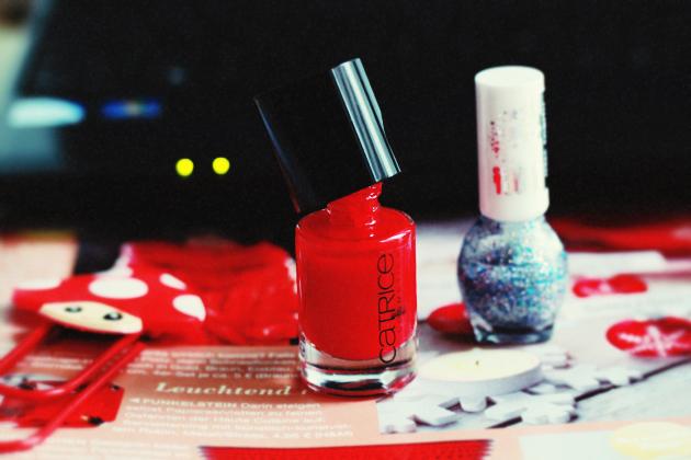 red-nail-polish-silver-nail-glitter