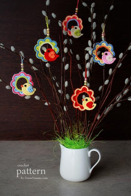 crochet pattern - a little crochet bird sitting on a wreath hanging ornament