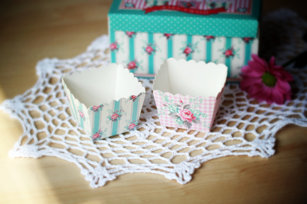 fancy shabby chic cupcake cases